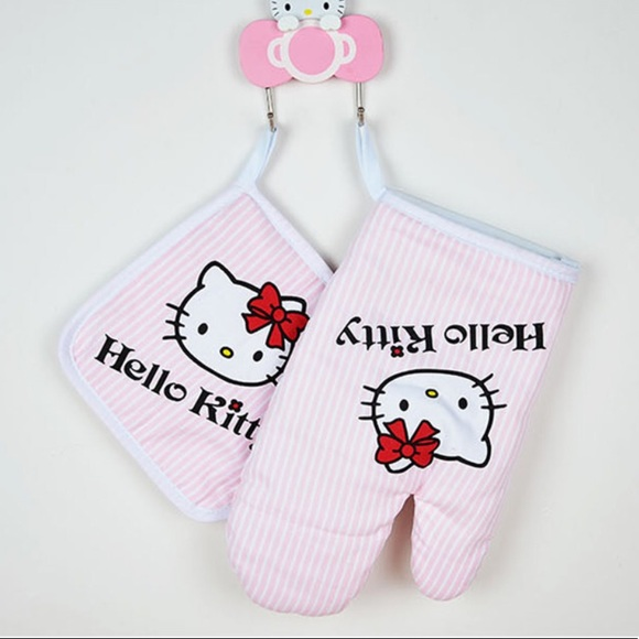 SHIP FROM USA. HELLO KITTY KITCHEN INSULATED GLOVE AND MITT SET BRAND NEW